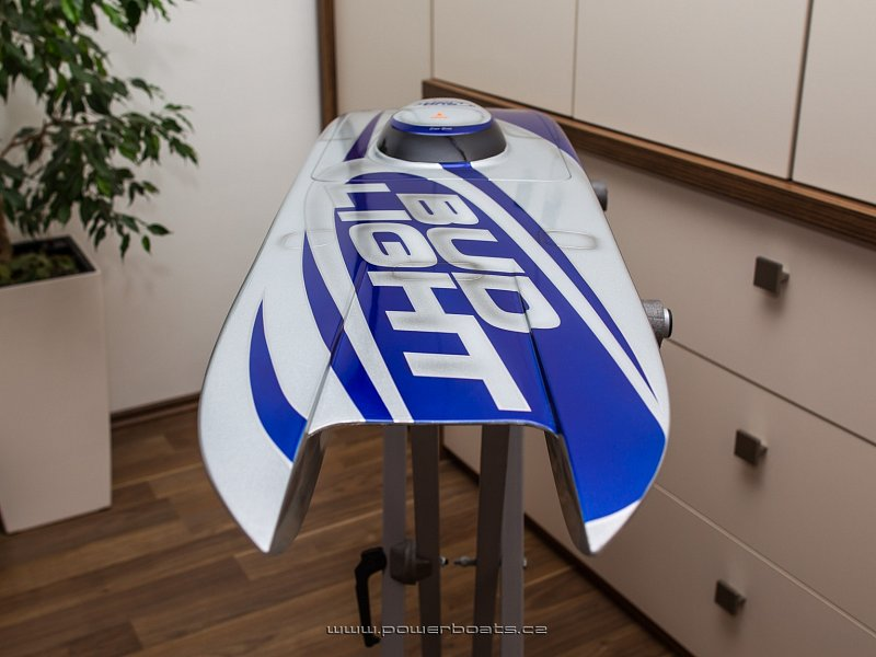 Mystic 114 MHZ - BudLight from Powerboats.cz
